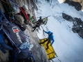 Aufbau eines Port-a-ledge Camps hoch in der Mirror Wall (c) Berghaus, Matt Pycroft, Coldhouse Collective