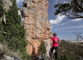 """[VIDEO] Mayan Smith-Gobat in """"Punks in the Gym"""" (8b+/5.14a)"""