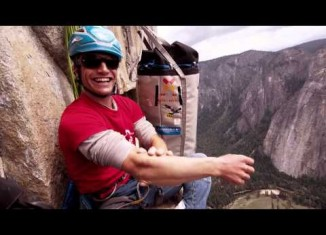 "[VIDEO] Roger Schäli und David Hefti in ""Golden Gate"" (5.13a) am El Capitan"