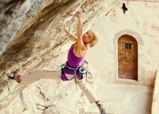 """[VIDEO] Angela Eiter climbs """"Zauberfee"""" (8c+) in Italy (Extended Version)"""