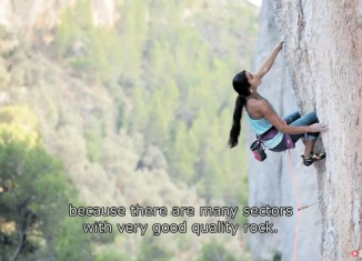 Daila Ojeda and Olivia Hsu unwind on the tufa lines of Mallorca (c) EpicTV