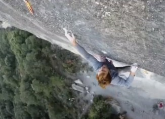 "Chris Sharma in ""El Bon Combat"" (9b/+) (c) Chris Sharma"