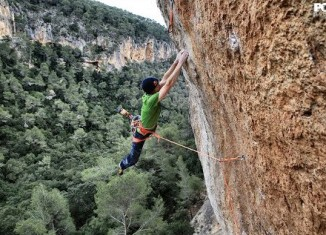 "Iker Pou on the first ascent of ""Big Men"" (9a+) (c) Pou Brothers"