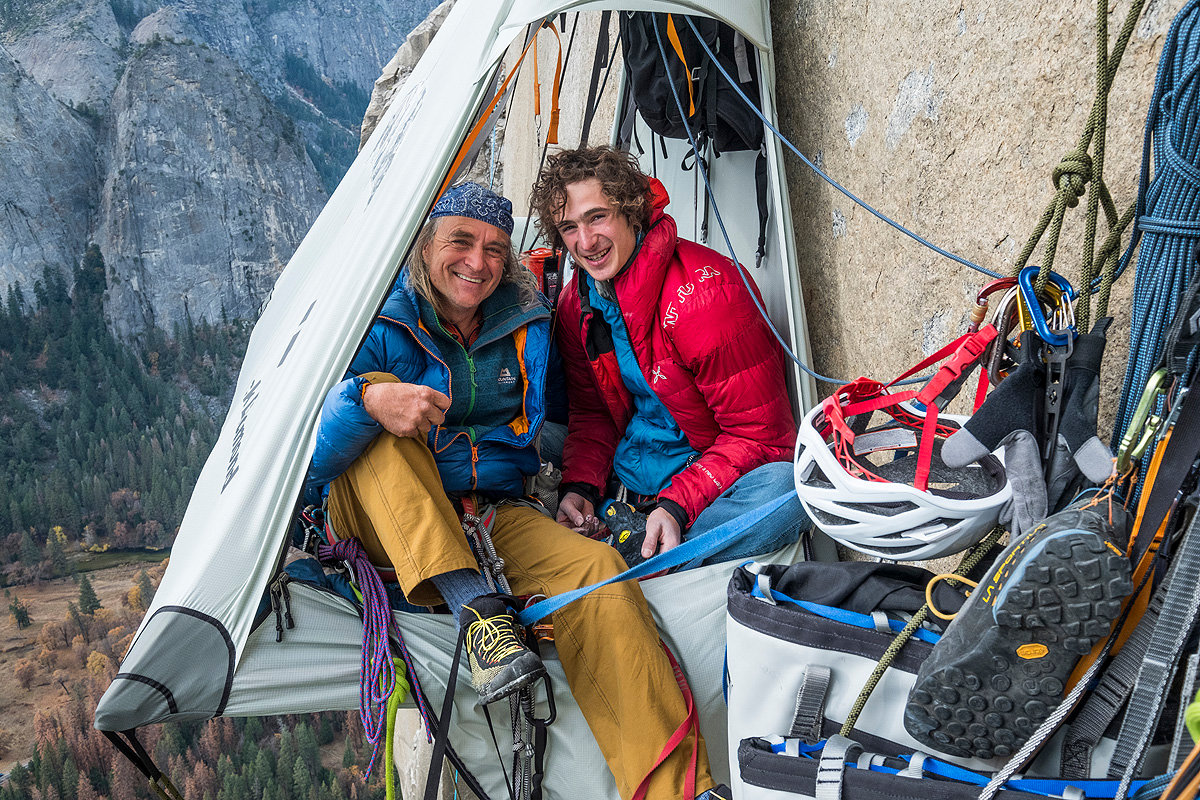Biwak in der Wand: Heinz Zak (links) und Adam Ondra im Portaledge in der Route 'Dawn Wall' am El Capitan. (c) Heinz Zak