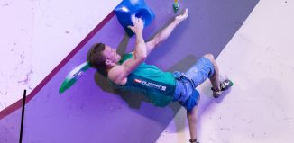 Jakob Schubert beim Boulderweltcup 2017 in Mumbai (c) KVÖ/Ingo Filzwieser