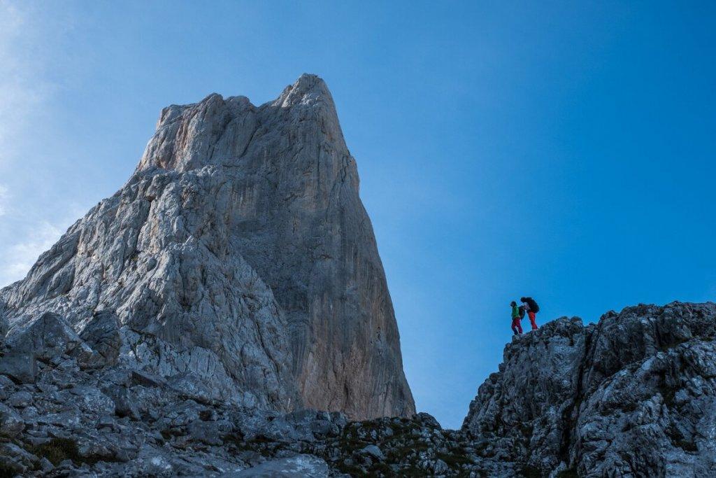 Der Picu Uriellu ist der beherrschende Berg im Herzen der Picos de Europa. Das Refugio auf Fuß seiner mächtigen Westwand erreicht man von Sotres aus in einem 3 Stunden langen Aufstieg durch eine beeindruckende Almen- und Felslandschaft. (c) Heinz Zak