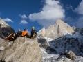 Julian Zanker, Stephan Siegrist und Thomas Huber im vorgeschobenen Basislager auf 4900 Metern. (c) Timeline Productions