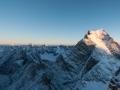 Die ersten Sonnenstrahlen kitzeln die Gipfel der Kaschmirberge, viele davon sind noch unbestiegen. (c) Timeline Productions
