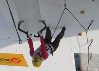 UIAA Eiskletterweltcup 2012: Angelika Rainer siegt in Kirov