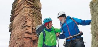 Sir Chris Bonington: Mit 80 Jahren auf dem Gipfel des Old Man of Hoy