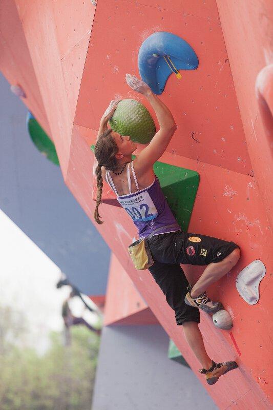 Boulderweltcup 2013 in Chongqing: Anna Stöhr gewinnt bei den Damen