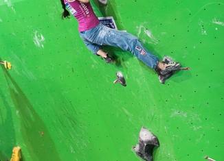 Boulderweltcup 2013 in Log-Dragomer: Anna Stöhr gewinnt vierten Weltcup en Suite
