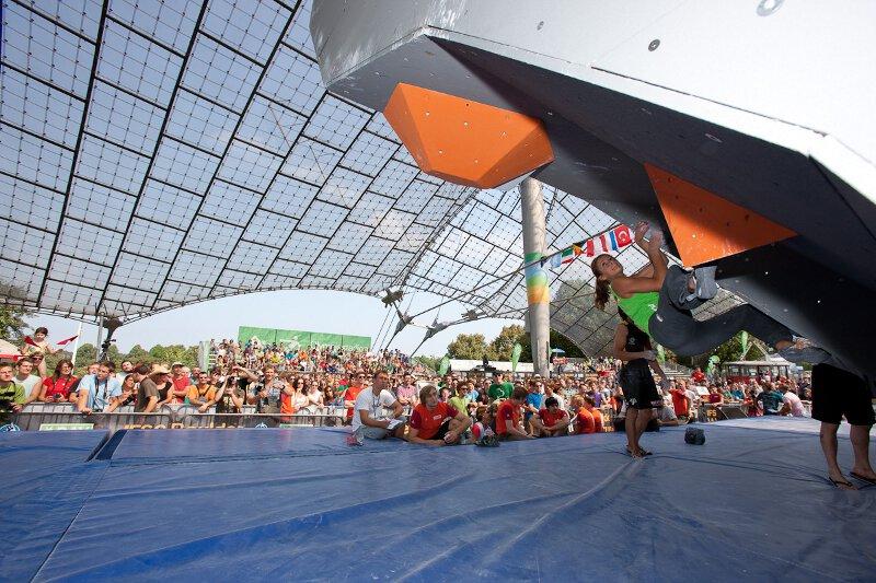 Boulderweltcup 2011 in München: Anna Stöhr gewinnt das Damenduell