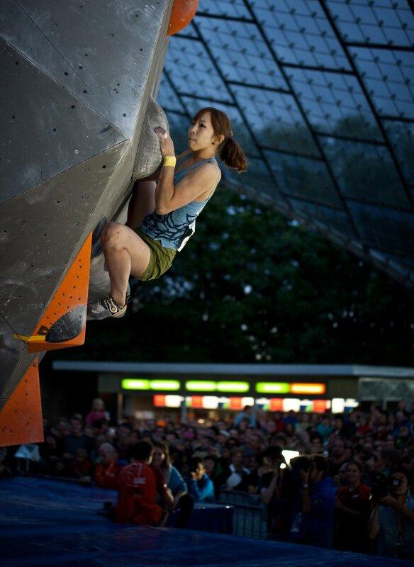 Rustam Gelmanov und Anna Stöhr sind die Sieger des Boulderweltcups 2012