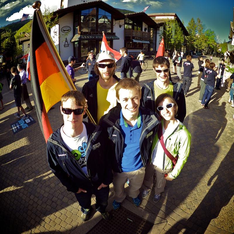 Jonas Baumann bouldert beim Weltcup in Vail auf Platz Drei
