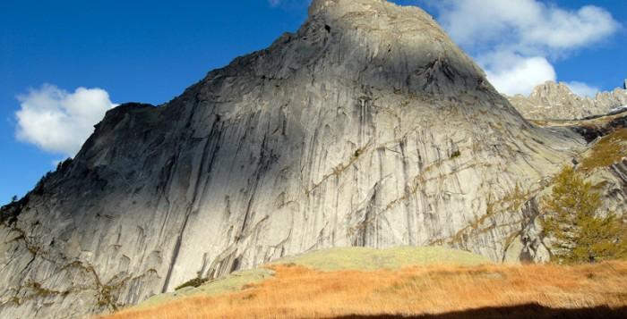 "James Pearson gelingt ""Joy Division"" (MSL 8b) im Val di Mello"
