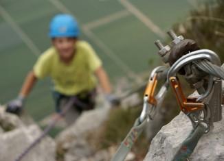 Mit Kindern am Klettersteig? Empfehlungen des ÖAV für das Begehen von versicherten Steigen