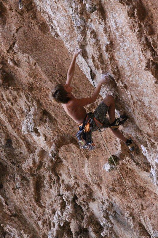 Dem 12-jährigen Tiroler Kletterer Mathias Posch gelingen Routen bis 8a