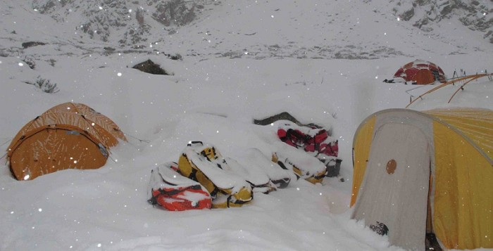 Simone Moro und Denis Urubko brechen die Winterbesteigung des Nanga Parbat ab