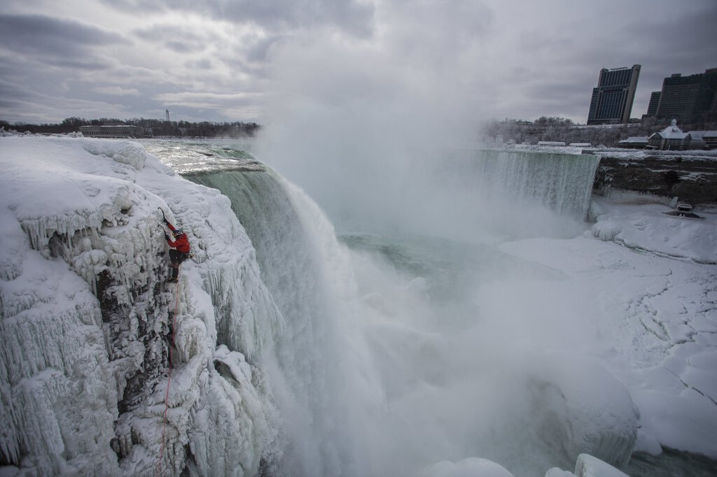 Will Gadd an den Niagarafällen (c) Red Bull Media House