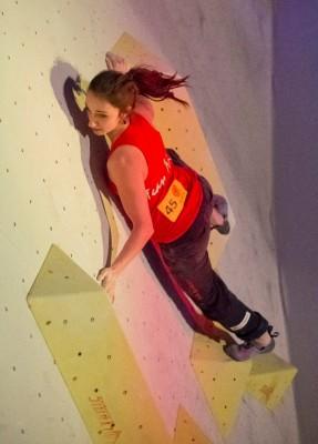 Juliane Wurm beim Deutschen Bouldercup 2015 in Köln (c) DAV Vertical-Axis