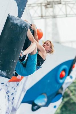Monika Retschy beim Boulderweltcup 2015 in Chongqing (c) Heiko Wilhelm.