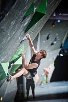 Jan Hojer beim Deutschen Bouldercup 2015 in Friedrichshafen (c) DAV/Vertical Axis