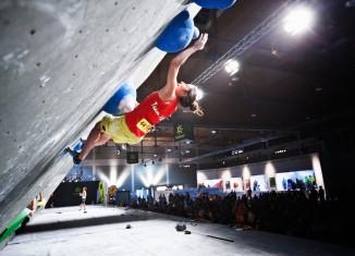 Juliane Wurm beim Deutschen Bouldercup 2015 in Friedrichshafen (c) DAV/Vertical Axis