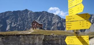 Die Neue Reichenberger Hütte in der Venedigergruppe ist auch als Stützpunkt für Familien mit Kindern bestens geeignet. Sie trägt zudem das Umweltgütesiegel des Alpenvereins (c) Alpenverein/Georg Unterberger