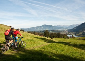 Mit dem Mountainbike unterwegs in Oberstaufen (c) Felix Käser-Funk