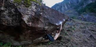 Dai Koyamada bouldert in Kyushu, Japan (c) Project Daihold
