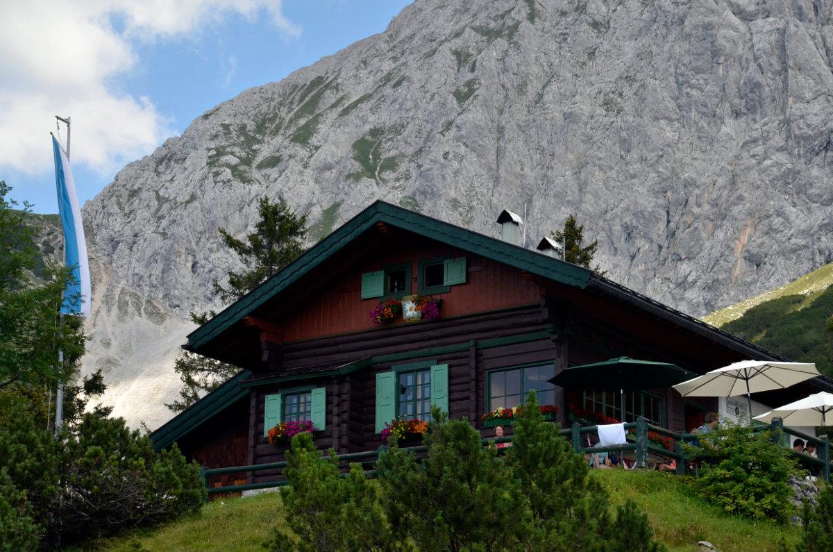 Die Hochlandhütte im Karwendelgebirge (c) DAV/Thomas Bucher