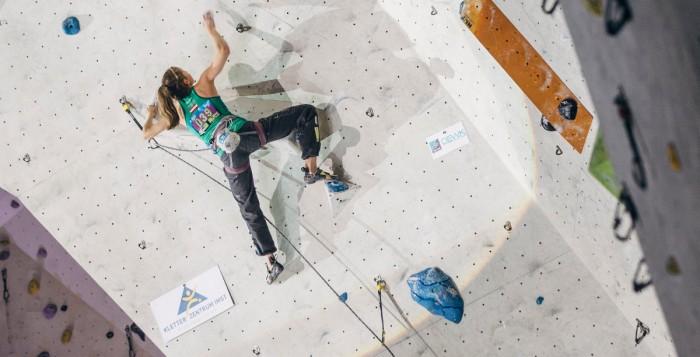 Jessica Pilz beim Kletterweltcup 2015 in Wujiang (c) ÖWK/Heiko Wilhelm