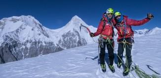 Freude bei Andreas Hammerstingl und Josef Pfnür auf einem Gipfel in Kirgisistan. (c) DAV/David Göttler