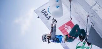 Shin Woon Seon beim Eiskletterweltcup 2015 in Rabenstein (c) Harald Wisthaler