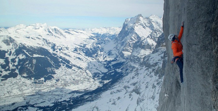 "Dani Arnold - Erste Winterbegehung von ""Deep Blue Sea"" am Eiger (c) Mammut"