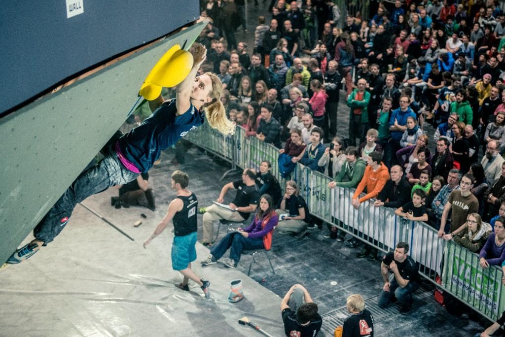 Monika Retschy beim Deutschen Bouldercup 2015 in Hannover (c) Thomas Schermer