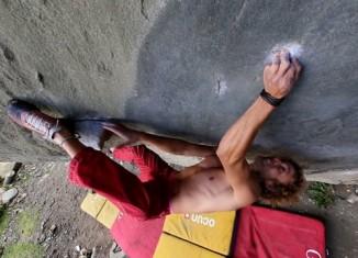 Pirmin Bertle On One of Latin Americas Hardest Boulderproblems (c) Pirmin Bertle