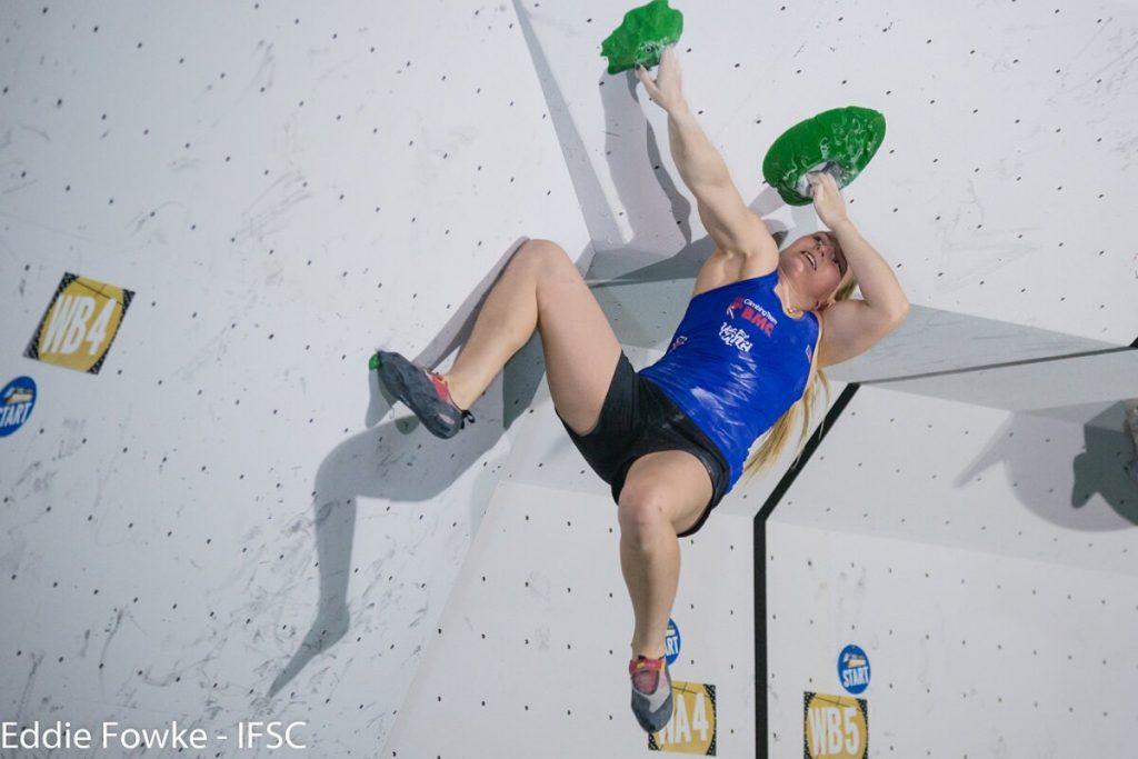 Shauna Coxsey beim Boulderweltcup 2016 in Kazo (c) IFSC/Eddie Fowke