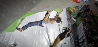 Thomas Tauporn beim Deutschen Bouldercup 2016 in Hannover (c) DAV/Vertical-Axis