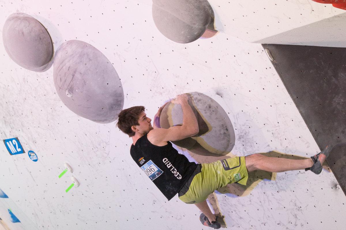 Jan Hojer beim Boulderweltcup 2016 in Kazo (c) IFSC/EddieFowke