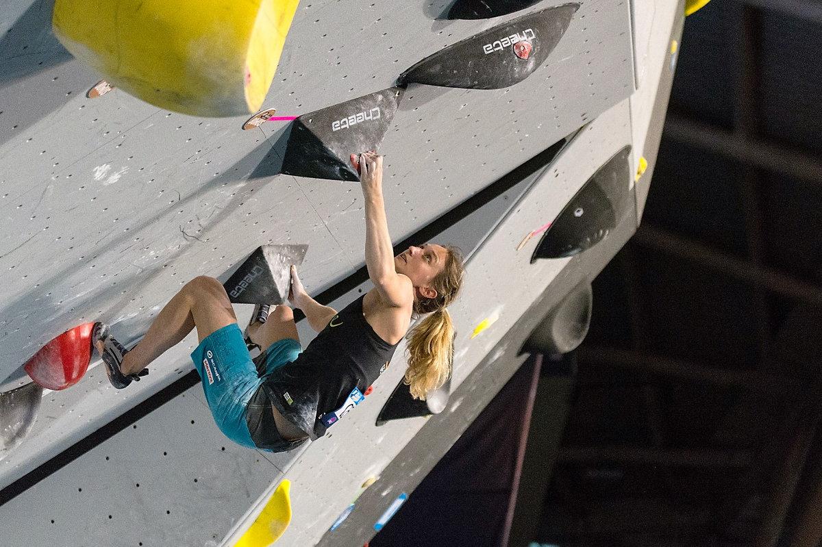 Monika Retschy beim Boulderweltcup 2016 in Mumbai/Indien (c) Eddie Fowke/thecircuitclimbing.com