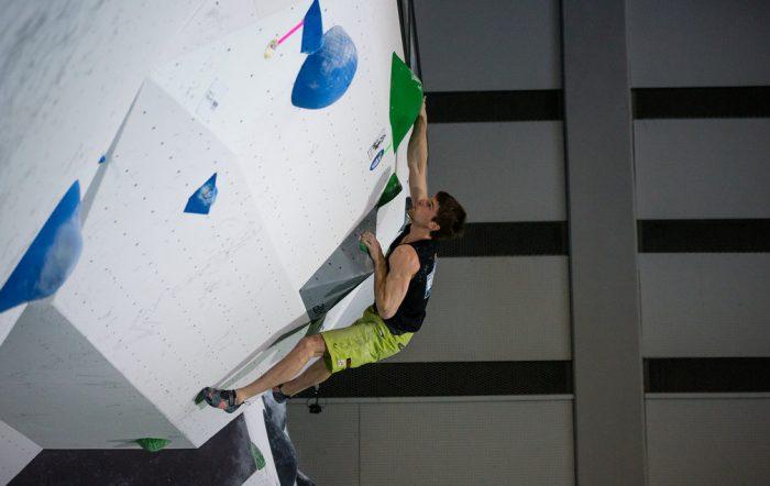 Jan Hojer beim Boulderweltcup 2016 in Kazo (c) IFSC/Eddie Fowke