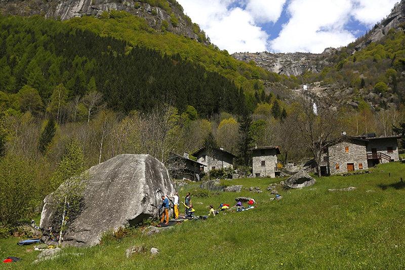 Melloblocco 2016 - Day 2: Social climbing (c) Open Circle