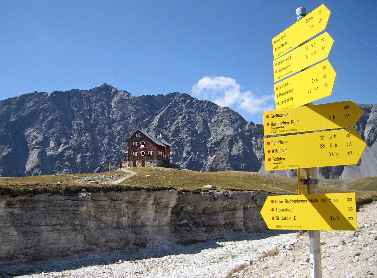 Die Alpenvereinshütten heißen ihre Gäste in der neuen Saison willkommen. Im Bild: die Neue Reichenberger Hütte (c) Alpenverein/Georg Unterberger
