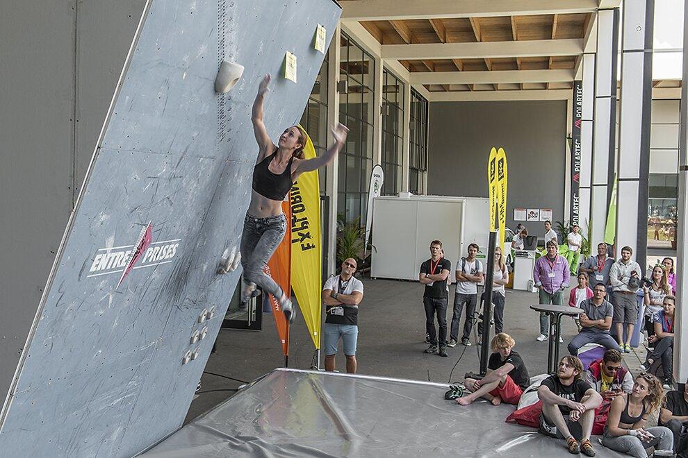 Highjump-Contest auf der OutDoor-Messe 2016 in Friedrichshafen (c) Martin Schepers