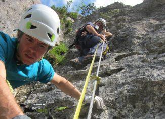 Alpinpolizei und Experten bei der Erhebung der Fakten nach einem tödlichen Klettersteigunfall (c) Alpenverein/Michael Larcher