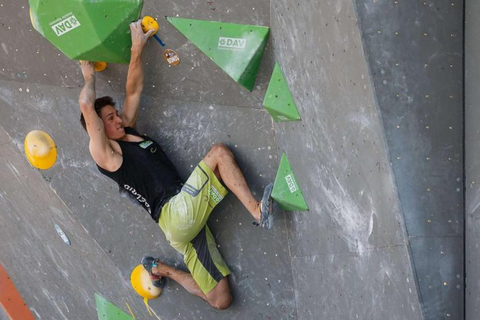 David Firnenburg beim Boulderweltcup 2017 in München (c) Marco Kost