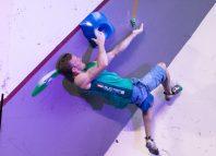 Jakob Schubert beim Boulderweltcup 2017 in Mumbai (c) KVÖ/Ingo Filzwieser