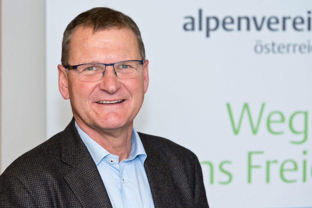 'Unser Ziel ist es, dass sich die 545.000 Mitglieder mit dem Verein und seinen Werten identifizieren und ihn aus Überzeugung unterstützen', sagt Alpenvereinspräsident Dr. Andreas Ermacora (c) Alpenverein/Norbert Freudenthaler